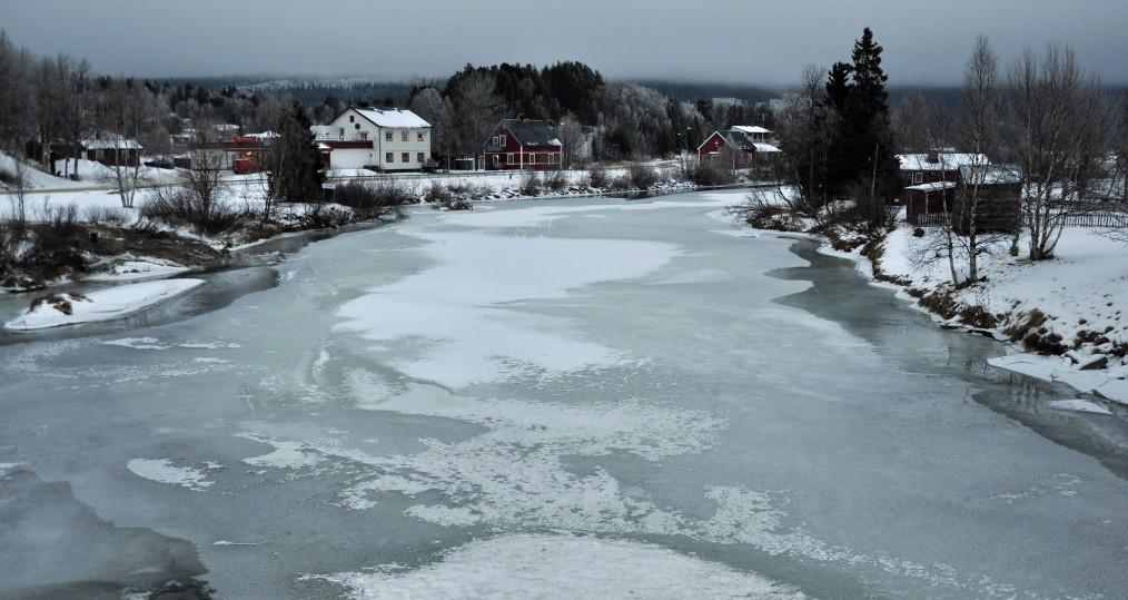 Isen har lagt sig nedan Tjulåbron