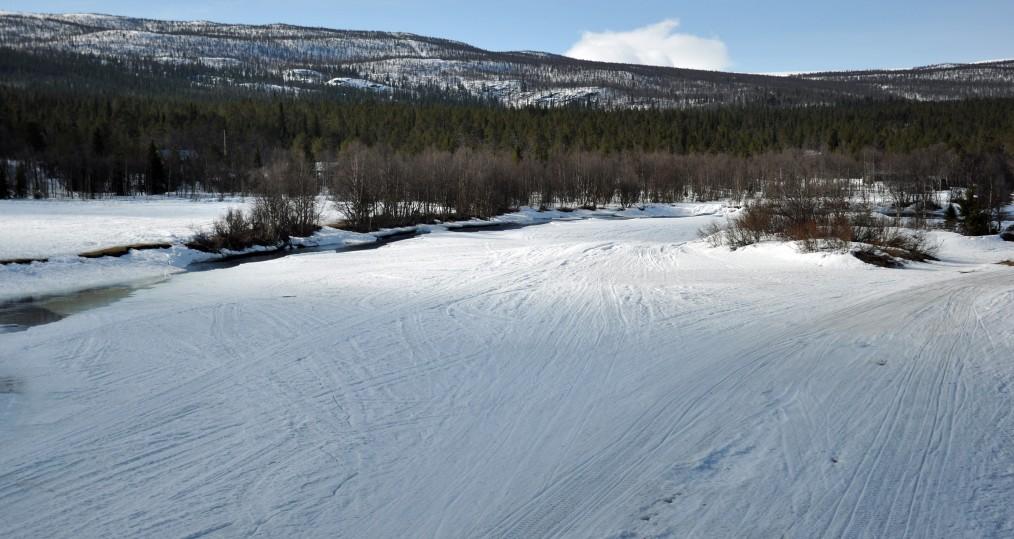 Ovan Tjulåbron där det börjar bli öppet vatten