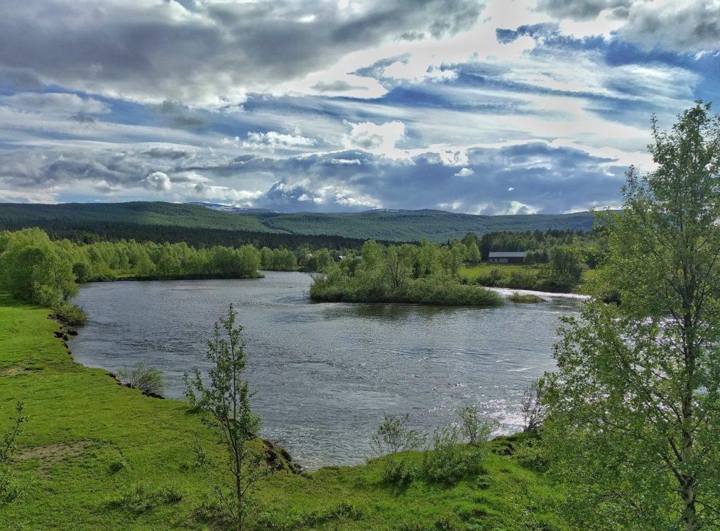 Svagt stigande vattennivå och nio grader i vattnet den 18 juni.